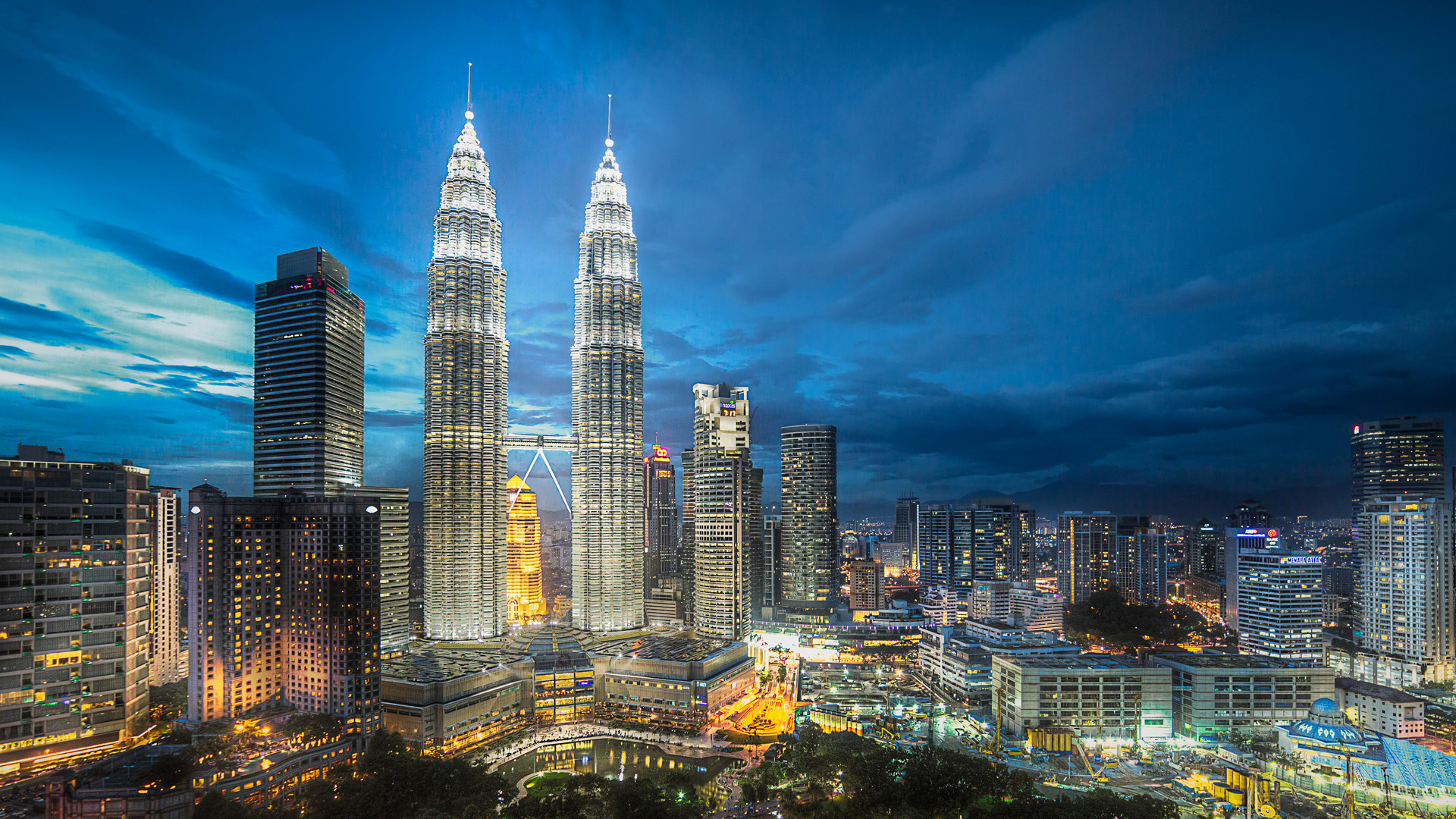 the speciality of malaysia In malaysia, a land of gastronomic delights, every town has its fair share of  and  stalls where you'll find similar choices in malaysian cuisine  whether you  prefer the traditional baked types or snowskin specialties, here's a.